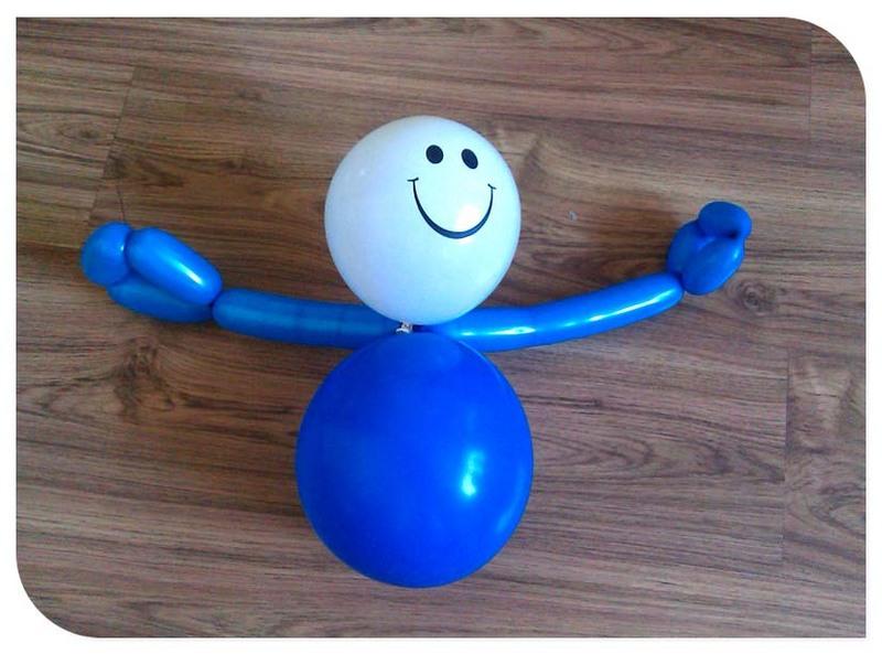 用长气球做造型教程】   用长气球扭大动物咱们先不说,用扭小动物到底