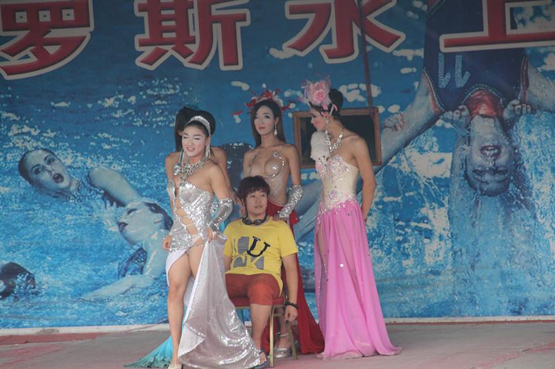 红艺人cici图片_泰国红艺人+变性人表演图片