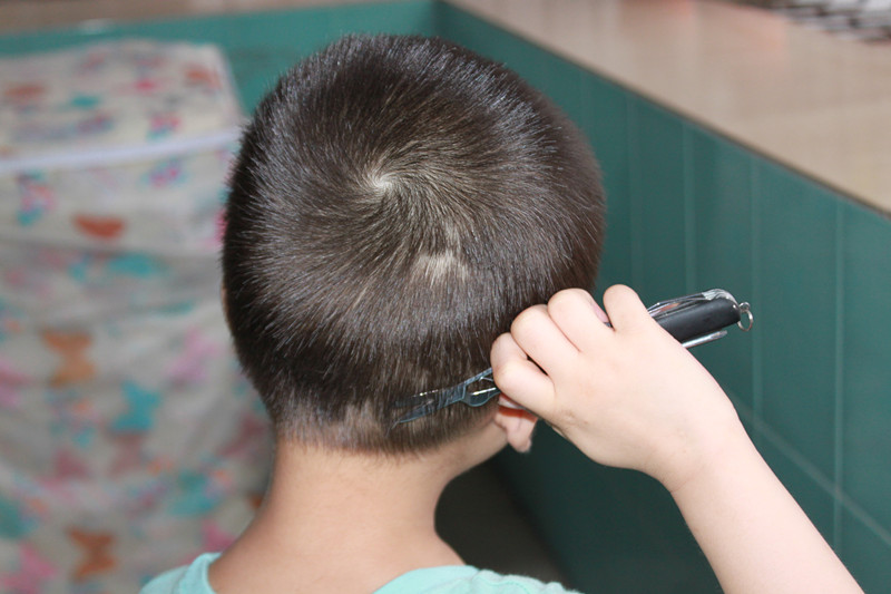自己给自己剪头发