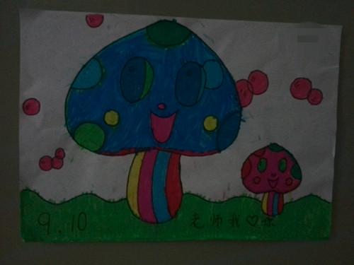 照片于9月16日拍摄于幼儿园的墙壁上.
