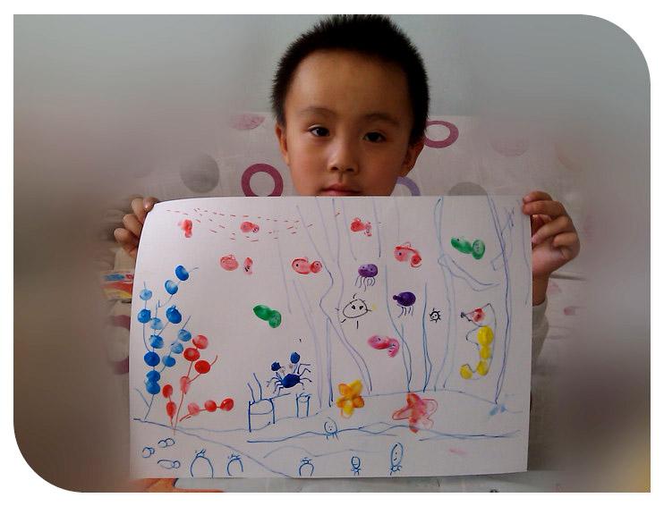 宝贝爱玩手指画——《热闹的海底世界》