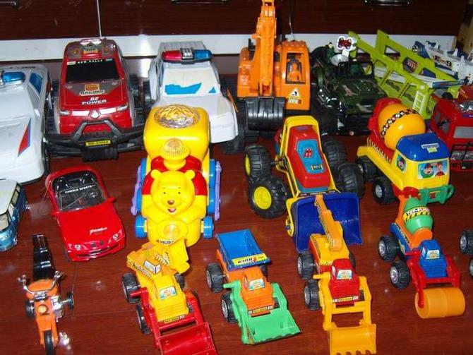 各种玩具车;