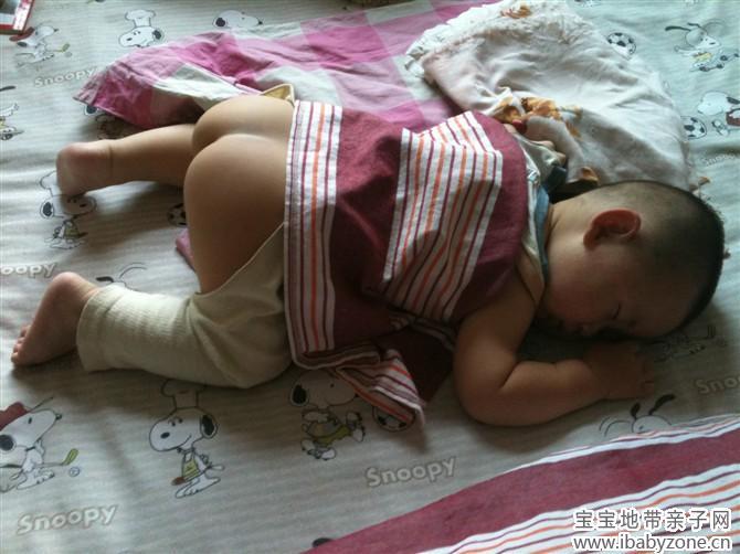 看看我这睡觉的姿势,是不是也有很多和我一样的小孩子都