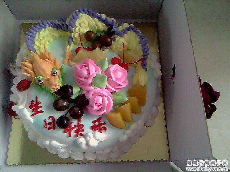 这是我精心给宝宝定做的蛋糕