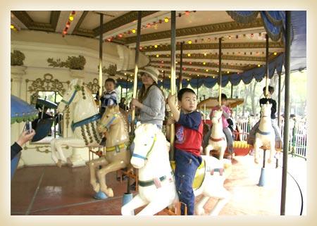 首页 母婴服务 儿童乐园 北京游乐园  图片 > 旋转木马