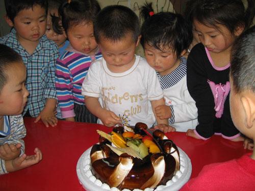 首页 母婴服务 幼儿园 红都幼稚园  图片 > 小朋友生日会   分享到:qq